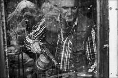 Des deux cts de la vitre (vedebe) Tags: people bw monochrome photo noiretblanc nb reflet reflexion photographe humain netb