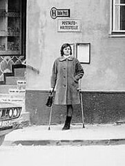 bw_49 waiting monopede (jackcast2015) Tags: handicapped disabled disabledwoman cripledwoman onelegwoman oneleggedwoman monopede amputee legamputee crutches