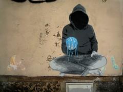 Chronos (nder) Tags: street blue urban paris france art wall hoodie stencil europe strada arte main bleu sweat terre urbana 20 mur pochoir ender coulure capuche chronos mythe