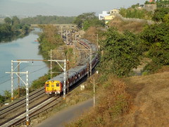 Grand View of Pure AC Emu at Kamshet, Central Railway (arzankotval2002) Tags: emu maharashtra icf indianrailways kamshet centralrailway irfca indrayaniriver arzankotval