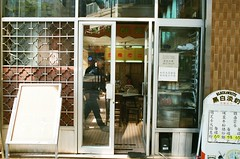 MIDO CAFE (alanc586) Tags: 35mm minolta kodak 400 f18 x700 mcrokkorhh