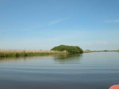 mit dem Boot (achatphoenix) Tags: water boot boat wasser fehn ostfriesland tief tiefs fehnkanal