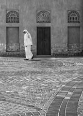DSC_9193 (Laith Shanshal) Tags: street white black architecture photography blackwhite nikon dubai geometry uae streetphotography       alras    alrass photojornalasim