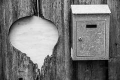 Boite(s) aux lettres DSC09942 (efdepict) Tags: coeur aux lettres boite noirblanc lotetgaronne cloture castillones