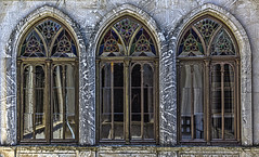 Tres ventanas con autorretrato (Ignacio M. Jimnez) Tags: old windows espaa hotel three spain andalucia ventanas tres jaen andalusia viejo arcs arcos ubeda ordoezsandoval