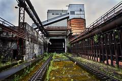 Volklinger Hutte Farbe 5 (rainerneumann831) Tags: blackwhite architektur rost metall industrie gleise schienen rohre linien vlklingerhtte