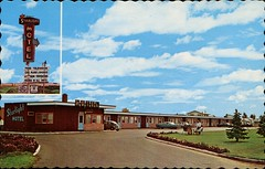 Starlight Motel, Brandon, Manitoba (SwellMap) Tags: architecture vintage advertising design pc 60s fifties postcard suburbia style kitsch retro nostalgia chrome americana 50s roadside googie populuxe sixties babyboomer consumer coldwar midcentury spaceage atomicage