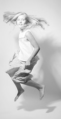 Sheeva (..norm../www.aucoindeloeil.fr) Tags: light boy white black cute girl canon studio children blackwhite little girly lumiere childrens enfant cuty 2016 wwwaucoindeloeilfr