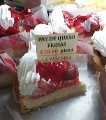 strawberry cheesecake (sftrajan) Tags: mexicocity pastel cheesecake patisserie bakery pastry bckerei konditorei panaderia centrohistrico panadera 2016 pastryshop ciudaddemxico pastelera cittdelmessico mexikostadt    calletacuba lavasconia