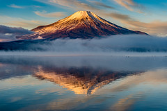 Winter morning Fuji (shinichiro*_back) Tags:    jp 20160102ds22535 2016 crazyshin nikond4s afsnikkor2470mmf28ged fuji lakeyamanaka yamanashi japan january winter frost upsidedown