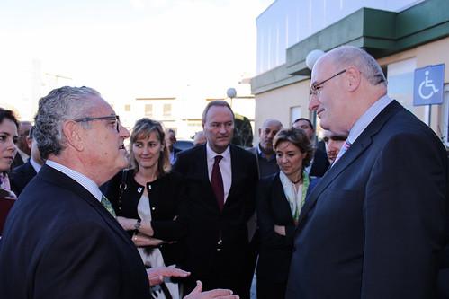 Hogan dialoga con Cirilo Arnandis