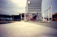 Rats in Lido, Venezia (GTZ*) Tags: italy bike lomo lca lomography iso400 lomolca venezia lido kodakportra400 ratseyeview chinscraper