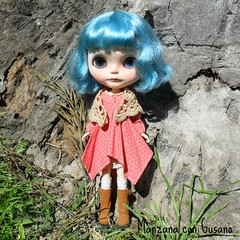 Pupu Gaudi is my little spoiled child, she wants to keep this new outfit... Pupu Gaudi es mi pequeña niña mimada, quiere quedarse este nuevo conjunto... #blytheconmadrid #blythe #doll #manzanacongusano #dollclothes #outfit #vainilladolly #blythecustom