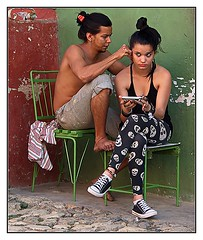 the new look (kurtwolf303) Tags: kuba cuba people menschen personen trinidad karibik caribbean omd olympusem5 microfourthirds micro43 street strase streetphotography unlimitedphotos urbanlifeinmetropolis 250v10f topf25 topf50 500v20f 750views lovelycity 800views 1000views 1000v40f 900views 1500v60f 2500views friseur barbershop 3000views topf75 4000views 5000views 6000views 7000views flickrelite 9000views