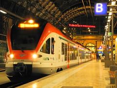 Flirt der VIAS - Abfahrt (marcelmehlhorn) Tags: night nacht flirt hauptbahnhof frankfurtmain vias