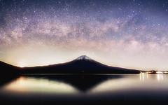 Milky Tanukiko (@Mahalarp) Tags: mountain lake reflection japan night stars fuji nightscape mount jp tanuki fujisan fujifilm shizuoka mtfuji milkyway fujinomiya tanukiko shizuokaken xt1 fujinomiyashi