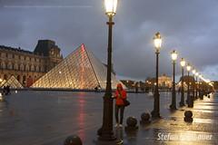 Muse du Louvre (Stefan Lambauer) Tags: city cidade people paris france museum square europa museu pyramid louvre culture frana praa fr cultura musedulouvre pirmide 2015 stefanlambauer