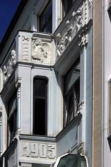 Lwenbruhaus (02) (Rdiger Stehn) Tags: germany deutschland europa relief stadt architektur bauwerk gebude kiel fassade schleswigholstein 2000s altermarkt norddeutschland 2016 mitteleuropa profanbau grnderzeit 2000er canoneos550d kielaltstadt lwenbruhaus