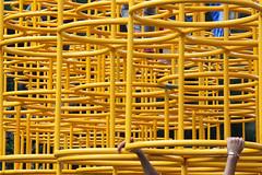 Un mar amarillo (laap mx) Tags: mexico mexicocity ciudaddemexico amarillo yellow manos hands metal tubos tubes pipes