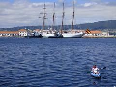 Y la piragua (juantiagues) Tags: elcano muelle marn agua enm piragua juantiagues juanmejuto