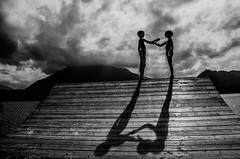 Giacometti (PaxaMik) Tags: shadow black noir suisse noiretblanc silhouettes contraste nuages thunersee giacometti n§b b§w cielnuageux