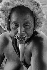Zo'é (guiraud_serge) Tags: brazil portrait brasil amazon indian tribe ethnic indien matogrosso indio labret brésil zoé tribu amazonie amazone forêttropicale ethnie kayapo kuikuro metuktire plateaulabial hautxingu parcduxingu sergeguiraud artducorps ornementcorporel