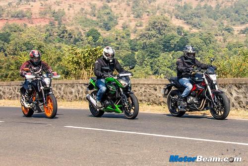 Kawasaki-Z250-vs-Benelli-TNT-300-vs-KTM-Duke-390-05
