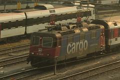 SBB Cargo Lokomotive Re 4/4 II 11394 bzw. SBB Cargo Re 421 394 - 8 ( Hersteller SLM Nr. 5258 - BBC - MFO - SAAS - Baujahr 1984 ) am Bahnhof Zrich im Kanton Zrich der Schweiz (chrchr_75) Tags: chriguhurnibluemailch christoph hurni schweiz suisse switzerland svizzera suissa swiss chrchr chrchr75 chrigu chriughurni mrz 2015 chriguhurni albumbahnenderschweiz albumbahnenderschweiz201516 schweizer bahnen eisenbahn bahn train treno zug albumzzz201503mrz albumsbbre44iiiii lok lokomotive sbb cff ffs schweizerische bundesbahn bundesbahnen re44 re 44 juna zoug trainen tog tren   locomotora lokomotiv locomotief locomotiva locomotive railway rautatie chemin de fer ferrovia  spoorweg  centralstation ferroviaria