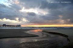 Pintura em Atlantida (Mito Sarmento) Tags: sea praia nature colors clouds mar sand paint areia amanhecer atlntida