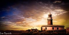 Faro Corrubedo (Juan Figueirido) Tags: sunset espaa lighthouse spain galicia puestadesol ribeira acorua barbanza corrubedo fz150 farocorrubedo santauxaderibeira farosdegalicia juanfigueirido