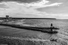 Hafeneinfahrt Warnemnde (BLN1989) Tags: warnemnde hafen strand mole leuchtturm rostock schlauchboot