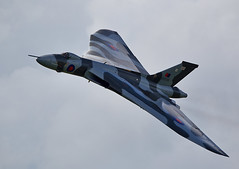 Vulcan (Bernie Condon) Tags: classic plane vintage flying display aircraft military jet airshow vulcan preserved bomber raf warplane avro cosford xh558 vtts