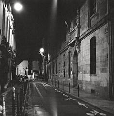 Lycée Fénelon (Max Sat) Tags: bw paris france 120 6x6 film night analog mediumformat french nightlights fuji noiretblanc voigtlander bessa nb mf 75006 667 nuit ilford 670 heliar ilforddelta3200 moyenformat voigtländer maxsat bessaiii français fujigf670 maxwellsaturnin