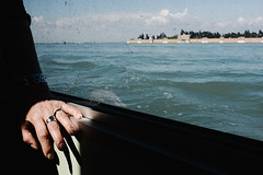 VENICE - 2016 (MATTEO SIGOLO | matteosigolo.com | inquadra.org) Tags: street venice day hand streetshots streetphotography sunny streetlife lagoon fujifilm venezia portra vaporetto x100s fujifilmx100s