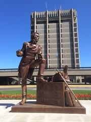 IMG_1563 (Sweet One) Tags: ontario canada statue niagara stcatharines isaacbrock brockuniversity