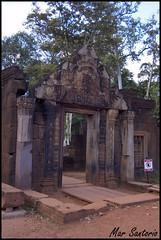 Entrada Ciudadela (Mar Santorio) Tags: d50 temple nikon cambodia citadel siemreap ciudadela templo camboya arenisca ciudadeladelasmujeres womencitadel areniscarosa