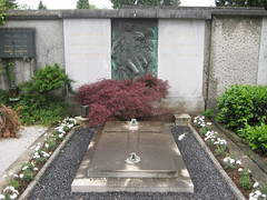 Tomb at ale Cemetery, Ljubljana, Slovenia (Wiebke) Tags: ljubljana slovenia europe vacationphotos travel travelphotos grave tomb graveart