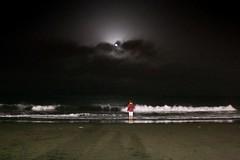Ritual (Mystique154) Tags: sea noche mar luna fullmoon nocturna lunallena rite misterio tradicin rito nochedesanjuan playadelagarita iso12800 isoalta marnocturno canon70d