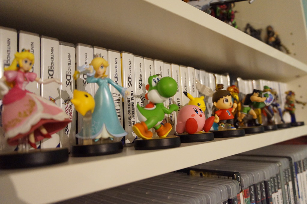 DSC05608 (Kirayuzu) Tags: Kirby Nintendo Peach Games Pikachu Figures Yoshi Regal  Wohnzimmer Figuren