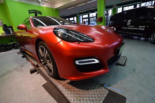 Porsche Panamera GTS в красном виниле от Print Tech