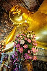 Reclining Buddha statue with flowers - Wat Pho - Bangkok (PascalBo) Tags: flower fleur statue thailand nikon asia southeastasia bangkok buddha capital religion buddhism thalande bouddha indoors asie capitale watpho bouddhisme d300 asiedusudest pascalboegli