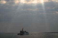 Afternoon Ferry (martinstelbrink) Tags: leica sea ferry meer insel northsea adapter 90mm nordsee f28 fhre sunbeams baltrum wattenmeer vme elmarit waddensea i baltrumlinie iileica 7ra7rvoigtlnder sonnenstrahlenhimmelskywolkencloudssunsonnesonyalpha