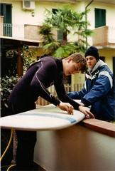 Surf time (Enrico Carpi) Tags: sea marina 50mm photo surf waves pentax kodak surfer 200 longboard wax asa mx bic romea analogic enea f19 colorplus