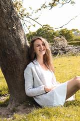 Sister (PaulineLenoir) Tags: girl fille arbre tree tronc champs campagne pommier jupe blanc soleil