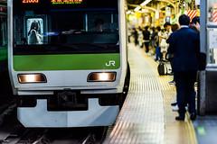 tokyo bound (ken_tsuda) Tags: station train lens prime tokyo nikon jr  f2 nikkor yamanote shimbashi  200mm vsco kentsuda 20160515hshimbashi8233