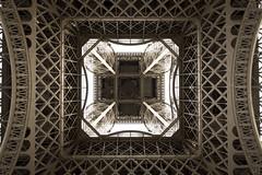 Eiffeltoren (Tom van der Heijden) Tags: paris france eiffel frankrijk parijs gustaveeiffel eiffeltoren