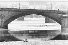 Sunbath in Florence (Mario Mencacci) Tags: bridge water river florence sunbath firenze arno pontevecchio lungarno tintarella