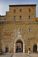 DSC_0311-0312 Pitigliano (Giovanni Pilone) Tags: arte vista toscana veduta monumenti arco grosseto architettura paesaggio facciata pitigliano