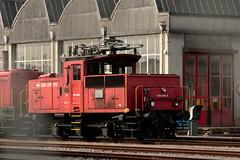 SLMNr 4330 : SBB Rangierlokomotive Ee 3/3 16558 ( Neu Ee 934 558 - 8 => Hersteller SLM Nr. 4330 - BBC - MFO - SAAS => Inbetriebnahme 1962 )vor der SBB Hauptwerkstätte HW Biel - Bienne im Kanton Bern der Schweiz (chrchr_75) Tags: chriguhurnibluemailch christoph hurni schweiz suisse switzerland svizzera suissa swiss chrchr chrchr75 chrigu chriguhurni märz 2015 albumbahnenderschweiz albumbahnenderschweiz201516 schweizer bahnen eisenbahn bahn train treno zug albumzzz201503märz albumsbbrangierlokomotiveee33 rangierlokomotive sbb cff ffs ee 33 juna zoug trainen tog tren поезд lokomotive паровоз locomotora lok lokomotiv locomotief locomotiva locomotive railway rautatie chemin de fer ferrovia 鉄道 spoorweg железнодорожный centralstation ferroviaria slm rangierlok albumbahnslmschweizerischelokomotivundmaschinenfabrikwinterthur slmnr