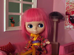 Scarlett and the pink living room